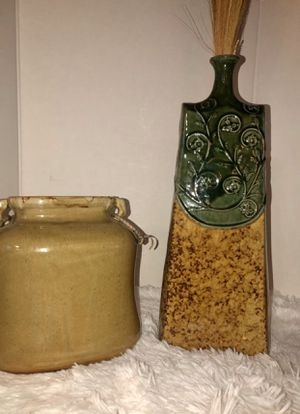 Beige & Tan and green vases for Sale in Apple Valley, CA