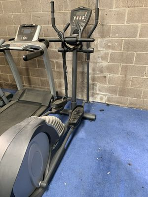 Smooth fitness CE 7.4 Elliptical Trainer for Sale in Arlington, TX
