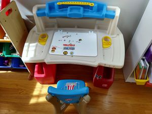 Step2 Kid Toddler Deluxe Art Master Desk with Storage Chair Set for Sale in Bloomingdale, IL