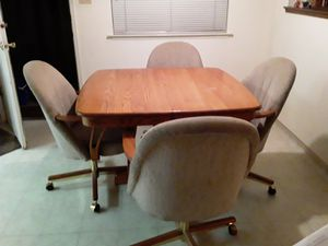 Dining room table and chairs for Sale in Fresno, CA