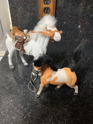 """Dos juguetes 5-7"""" for Sale in Hialeah, FL"""