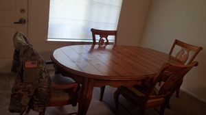 Kitchen table with chairs has leaf with it price is negotiable but dont lowball me for Sale in Fort Polk North, LA