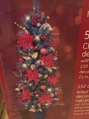 Brand new 5 foot decorated Christmas tree with lights! for Sale in Henderson, NV