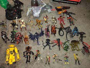Alien Vs. Predator action figures set (35 pieces) for Sale in Nashville, TN