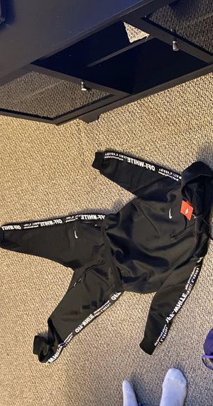 Nike sweatsuit for Sale in Oxon Hill, MD
