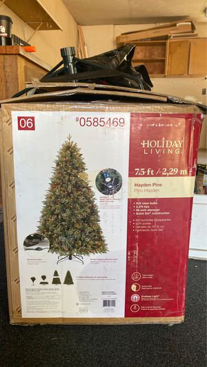Christmas tree 7.5 ft lights up for Sale in Federal Way, WA