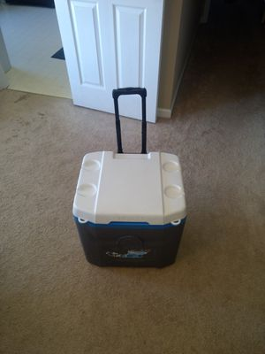 Igloo 52QT Roller Cooler for Sale in Frederick, MD
