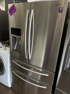 SAMSUNG FOUR DOOR STAINLESS STEEL REFRIGERATOR ENERGY STAT for Sale in Diamond Bar, CA