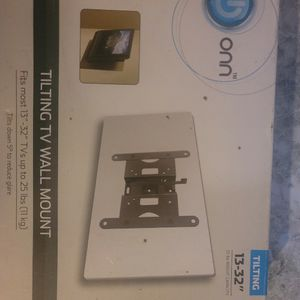 Onn TV Or Monitor Wall Mount 13-32 Inch Up To 25lb for Sale in Pomona, CA