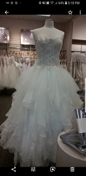 Pre owned wedding dress for Sale in Lincolnia, VA