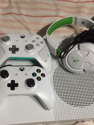 Xbox 1S 1TB for Sale in Fresno, CA