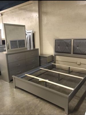 Queen Size Bed with Dresser, Mirror, and Nightstand. $40 Down No Credit Check financing available. for Sale in Miami Lakes, FL