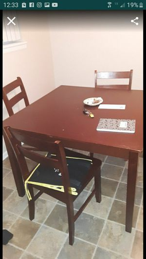 4 person table and chair dinner set for Sale in Saginaw, MI
