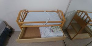 Diaper changing table, pad, and extra covers for Sale in Davie, FL