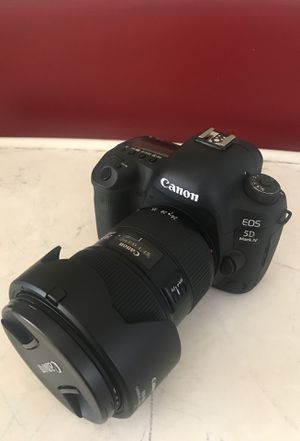 Canon 5D M IV W/20-70 f2.8 and 70-200 f2.8 L IS II USM with battery grip and 32G CIF Card. for Sale in Manchester, MO