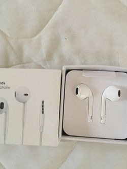 Apple Earpods 3.5mm Plug & In-ear Earphones Sport Earbuds Deep Bass Headset For iPhone/iPad Android for Sale in Glendale,  CA