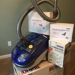 Vacuum Cleaner and Shampooer- Rotho twin tt Brand for Sale in Allentown, PA