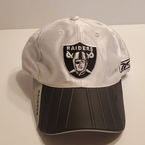 Vtg Reebok Oakland Raiders baseball hat cap. Snap back, one size fits all. for Sale in Campbell, CA