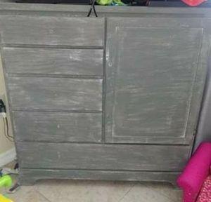 Dresser for Sale in Bartow, FL