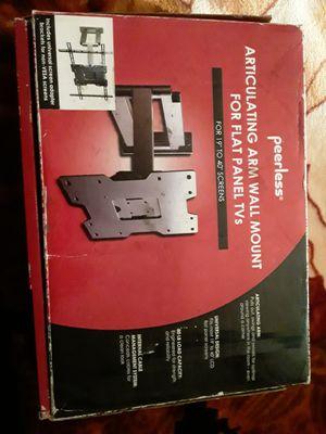 TV mounting retráctil $ 10 dls nuevo en su caja ubicado en des plaines for Sale in Des Plaines, IL