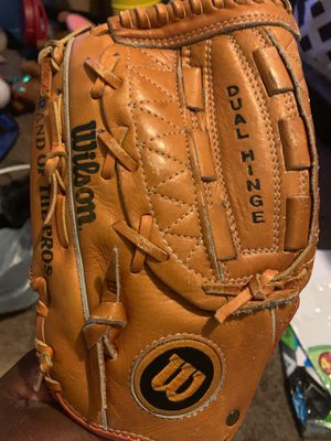 Wilson signature Model Left hand glove for Sale in Las Vegas, NV
