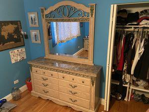 Bedroom furniture set for Sale in Oak Lawn, IL