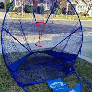 Jugs Instant Softball Screen With Balls Glove And Container/seat for Sale in Sacramento, CA