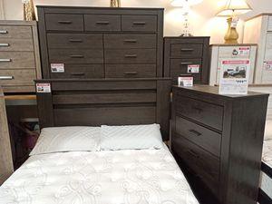 4 PC Bedroom Set (Queen Bed, Dresser Mirror and Nightstand), Black for Sale in Santa Fe Springs, CA