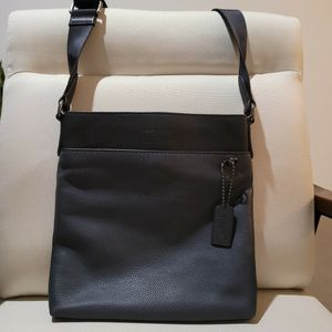 Auth COACH Mens Messenger for Sale in Los Angeles, CA