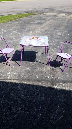 Kids table and 2 chairs for Sale in Saint Paul, MN