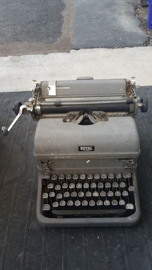 Royal Typewriter for Sale in Fairview, OR