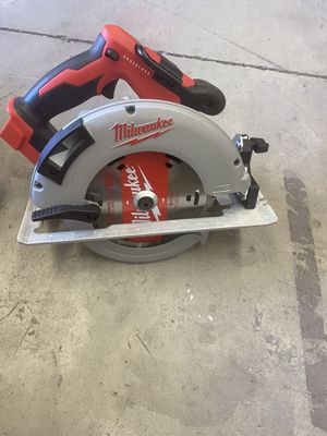 Milwaukee M18 18-Volt Lithium-Ion Brushless Cordless 7-1/4 in. Circular Saw (Tool-Only) for Sale in Hesperia, CA