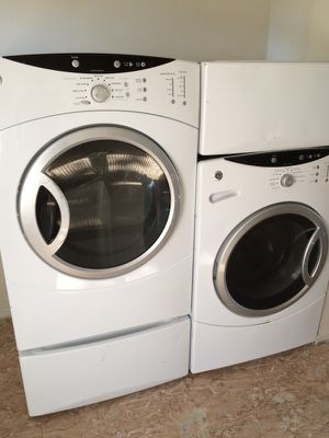 front load GE washer and dryer on pedistals for Sale in Columbus, OH