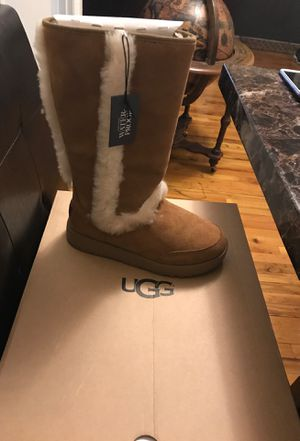 Ugg size 7 women's for Sale in Brooklyn, NY