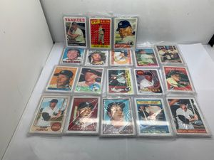 Mickey mantle baseball cards. (18) for Sale in Fort Lauderdale, FL