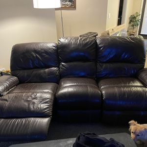 SUPER COMFY ELECTRIC RECLINER COUCH for Sale in North Bend, WA