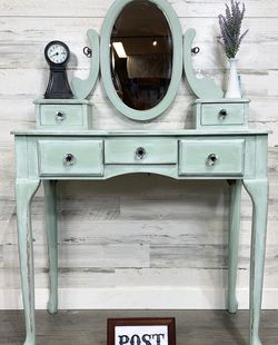 Refinished Make Up Vanity for Sale in Canby,  OR
