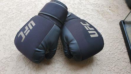 Ufc gloves for Sale in Oceanside,  CA