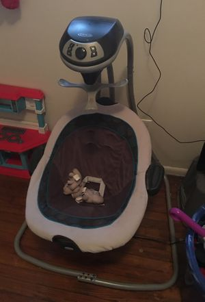 Graco swing(Free Offers) for Sale in St. Louis, MO