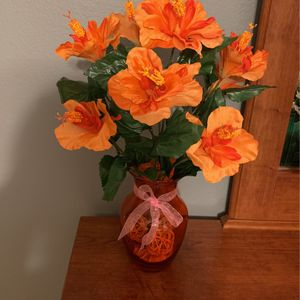 Beautiful Glass Orange Color Vase Unique Color- Got The Perfect Matching Silk Flowers It's Beautiful Only $10 for Sale in Kissimmee, FL