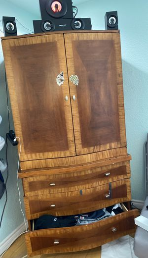 Night stand and dresser like new for Sale in Las Vegas, NV