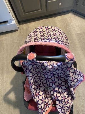 Girls car seat for Sale in Quincy, OH