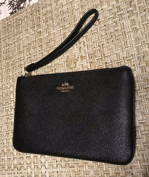 COACH large leather black Wristlet (check out my other items:) for Sale in Chicago, IL