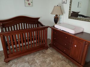 Crib and dresser/ changing table for Sale in Ruskin, FL