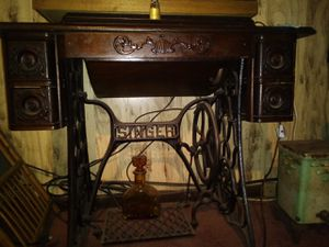 1909 Singer sewing machine and treadle for Sale in Gassaway, WV