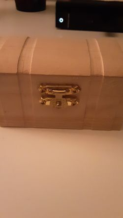 10 Bankers Box Size boxes: clothes, bath items, purses, wallets, kitchen utensils/dishes/Bakeware <77056> for Sale in Houston,  TX