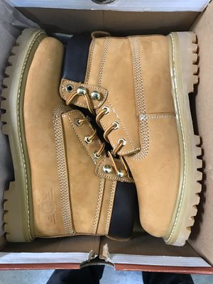 Oil & Slip Resistant Work Boots Size 6-8.5 for Sale in Downey, CA