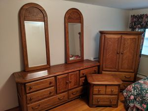 Beautiful 5 Piece *SOLID OAK* bedroom set. GREAT CONDITION! for Sale in Getzville, NY