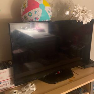 42 Inch LG Tv not A Smart Tv But Has All The Ports To Hook Up A Laptop Or Any Other Devices To Stream No Issues With Tv $80 for Sale in Washington, DC