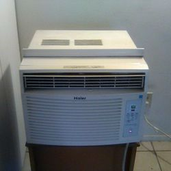 Air Conditioner Haier 12,000 BTU for Sale in Cleveland,  OH